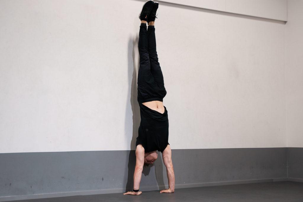 Att lära sig stå på händer - Avancerat handstående mot vägg