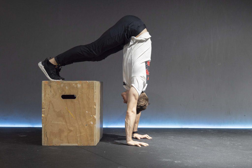 How To Do a Handstand | Trainics.se